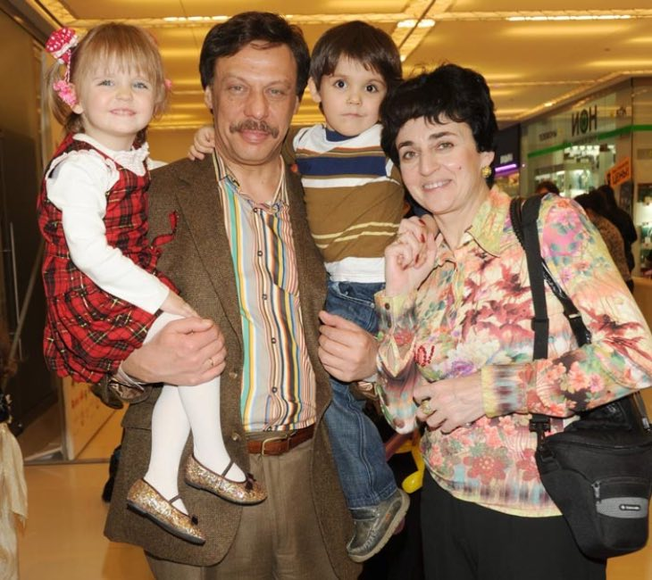 12 лет назад Михаил Барщевский и его жена стали родителями замечательных двойняшек