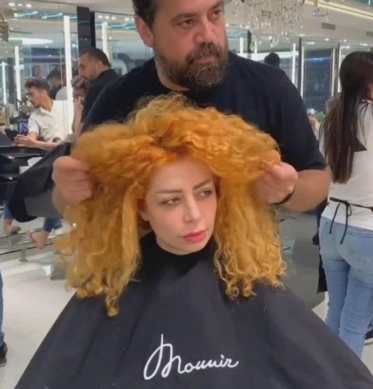 Странное решение стилиста: из рыжеволосой девушки в седовласую женщину