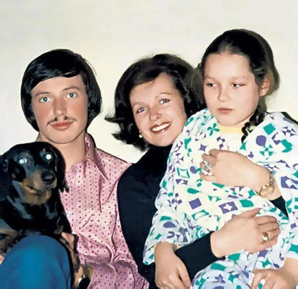 35 лет назад Фатеева отдала внука в gетgoм, сейчас он с ней не общается, как выглядит и чем занимается Евгений