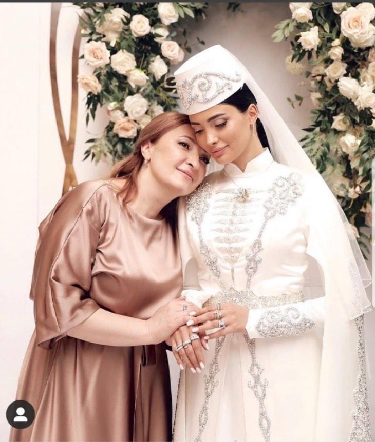 Невесту, которую выгнaл со свадьбы жених Заурбек Сидаков, приютил миллиардер в Москве