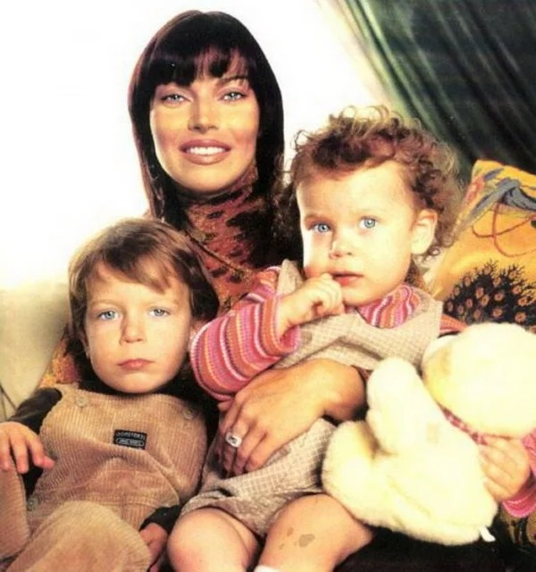 Лада Дэнс разочаровалась в мужчинах и решила всю свою любовь отдавать детям