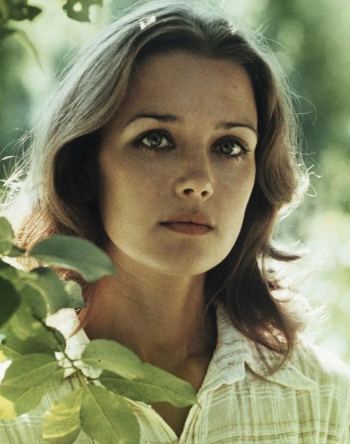 Перекраивать себя не стали: самые красивые наши актрисы, которые и сегодня естественны и неотразимы